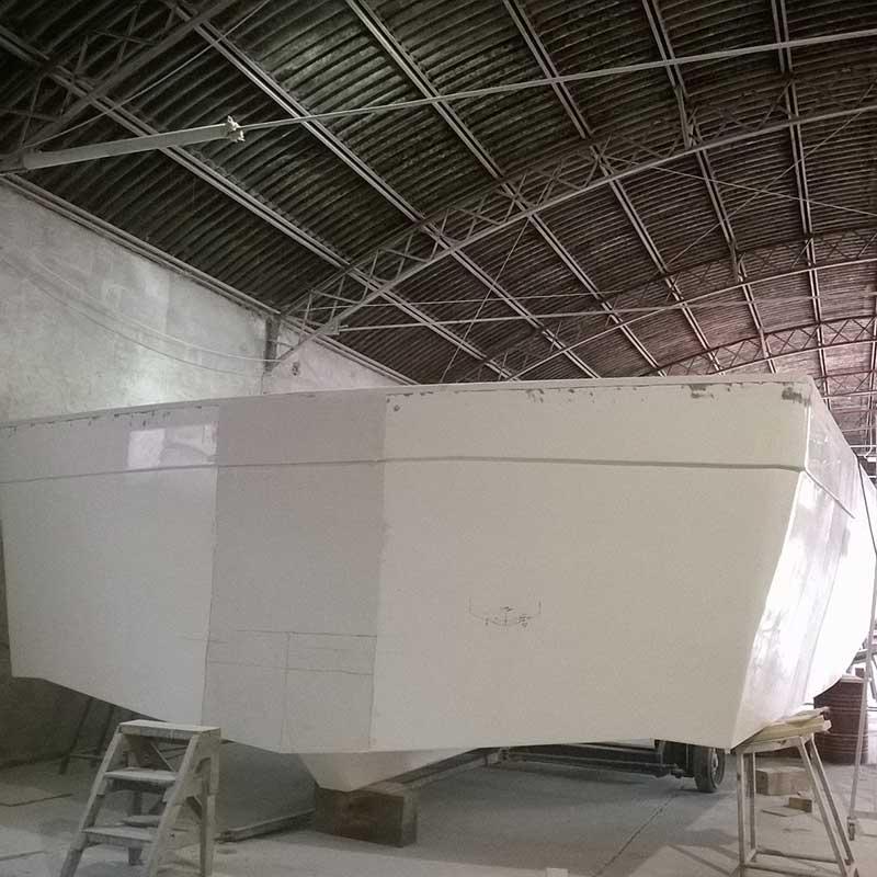 imbarcazione in costruzione