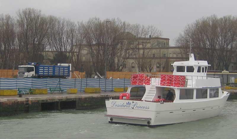 barca trasporto passeggeri desideria princess